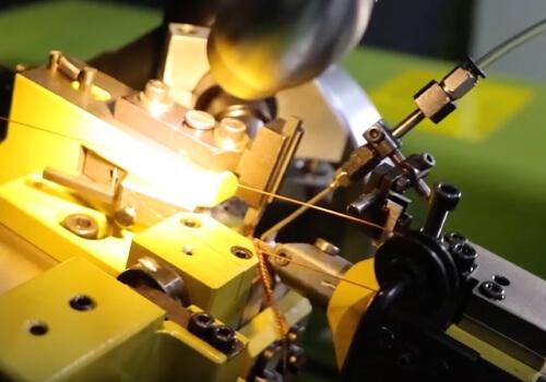 Jewelry chain making machine